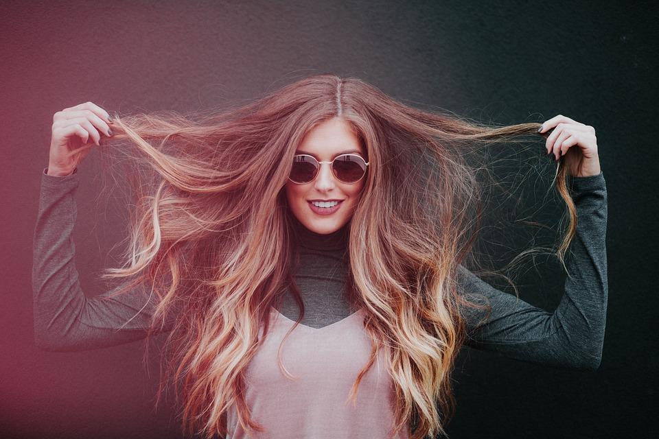 Como identificar o cabelo seco, danificado ou oleoso para o tratamento adequado?