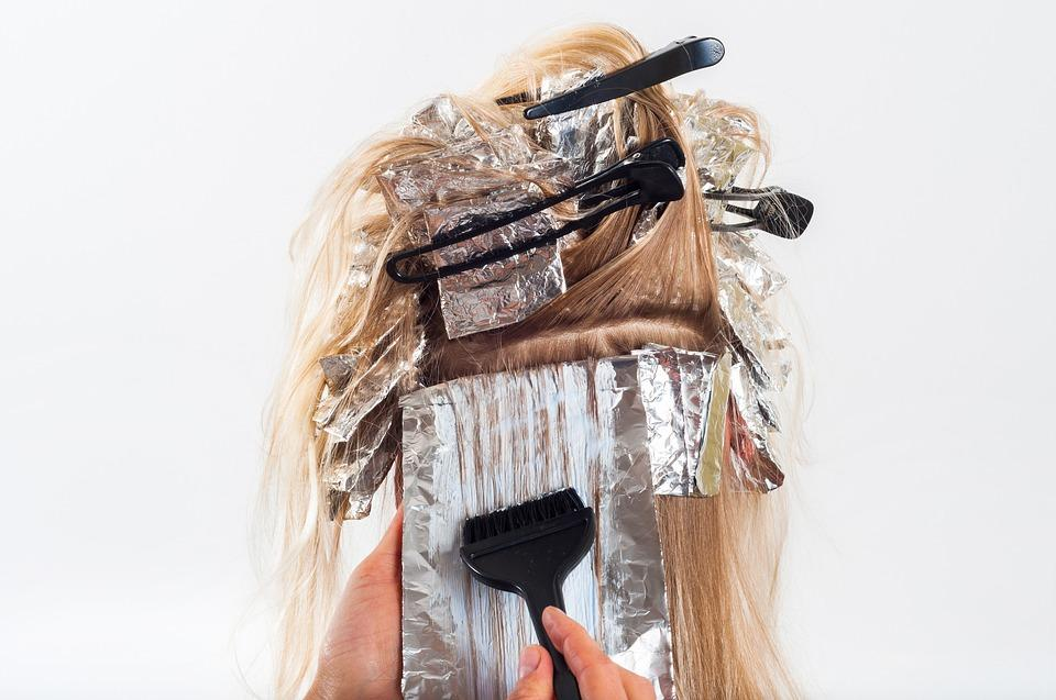Escurecer um cabelo já descolorido, é melhor coloração ou tonalização?