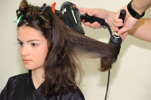 Escova progressiva, Selagem, escova inteligente, botox, formol e ácido glioxílico. Depois de uma década...o que pensam os cabeleireiros?