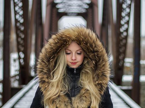 O cabelo no inverno pode ficar seco ou oleoso. Por que é assim?
