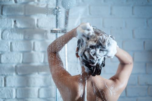 Será que água que usamos em nossa casa  pode ser incompatível com as químicas que fazemos em nossos cabelos?