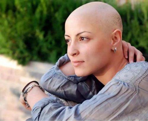 Por que quimioterapia derruba os cabelos?