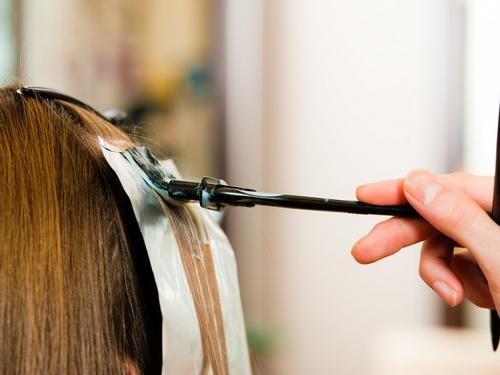 Uso dos descolorantes nos cabelos com cor cosmética